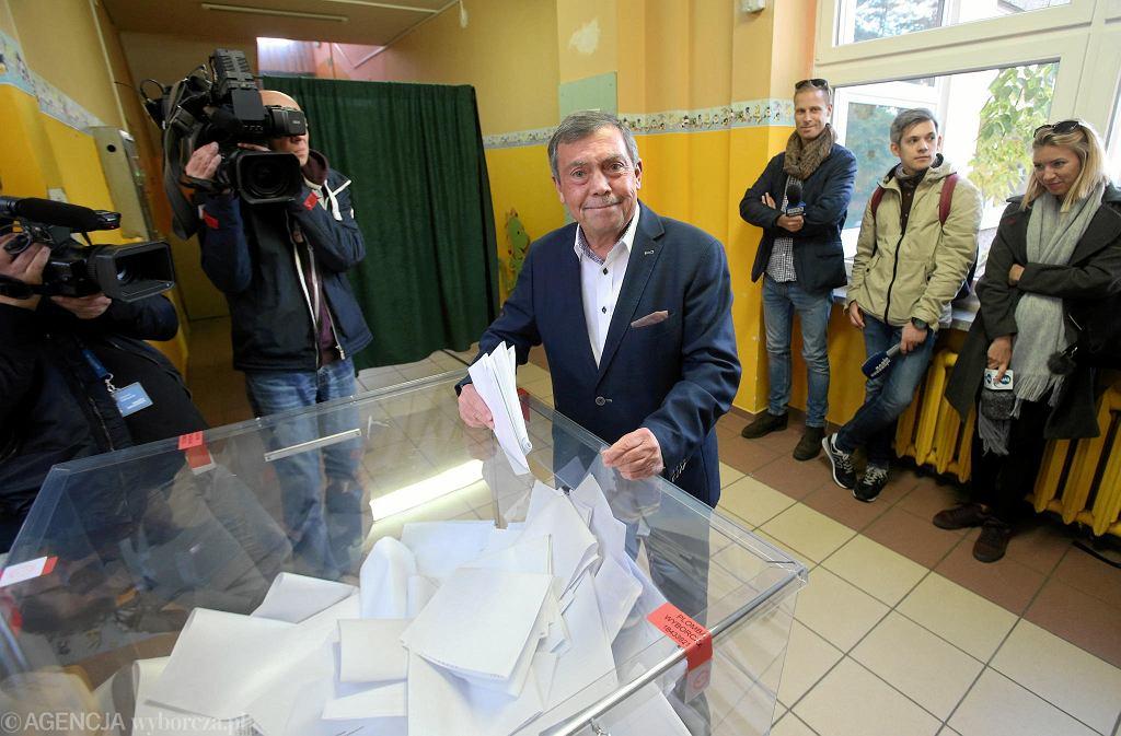 Głosuje Bartłomiej Sochański