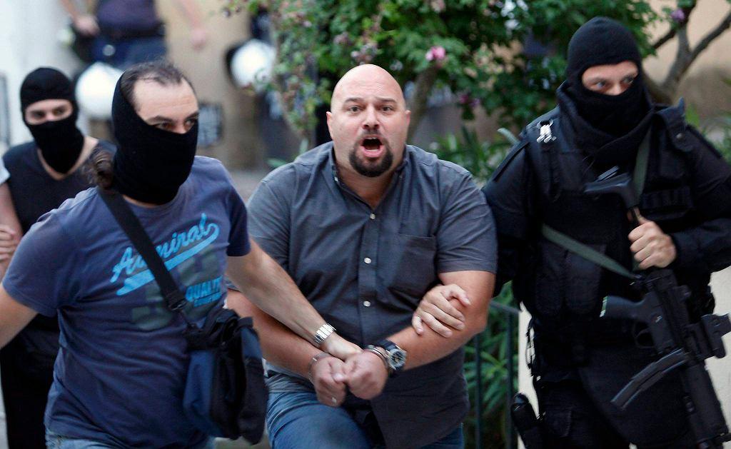 Ilias Panagiotaros, członek Złotego Świtu, podczas zatrzymania