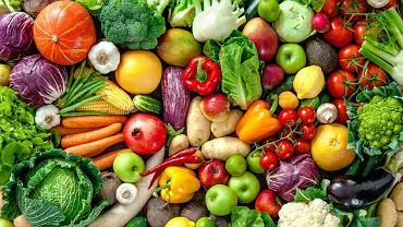 Lepiej podjadać małe porcje, bo wtedy związki czynne zawarte w warzywach i owocach  są stale dostarczane organizmowi