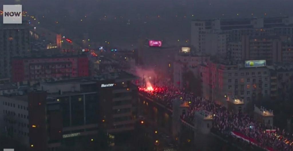 Marsz z okazji Święta Niepodległości w Warszawie. Timelapse