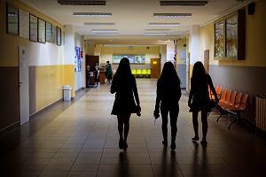 """Szef MEN zaprzecza, że powstał """"efekt szkolny"""": Szkoły nie są istotnym ogniskiem roznoszenia epidemii. Przynajmniej na razie"""