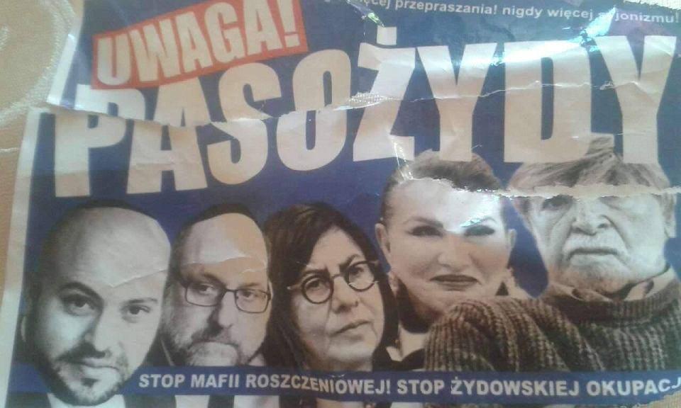 Antysemickie Plakaty Na Przystankach Autobusowych Na Nich M