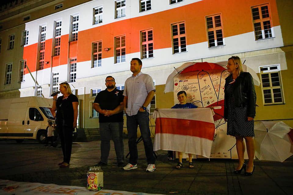 Akcja poparcia dla Białorusi na opolskim rynku.
