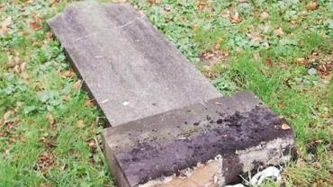 Opole. Przewrócone nagrobki na zabytkowym cmentarzu