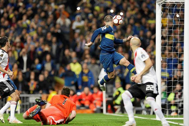 Zdjęcie numer 3 w galerii - River Plate pokonuje Boca Juniors po dogrywce! Bramkarz grający na połowie rywali nie pomógł