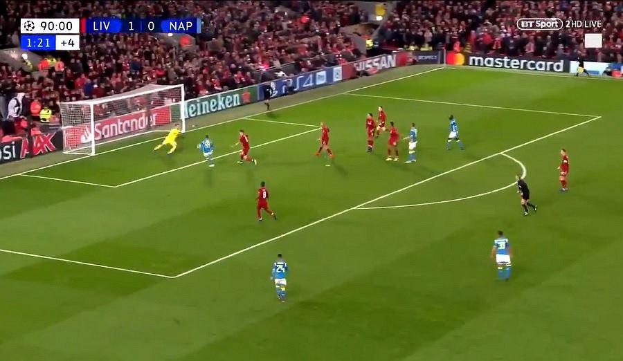 Arkadiusz Milik zmarnował doskonałą sytuację w meczu Liverpool - Napoli