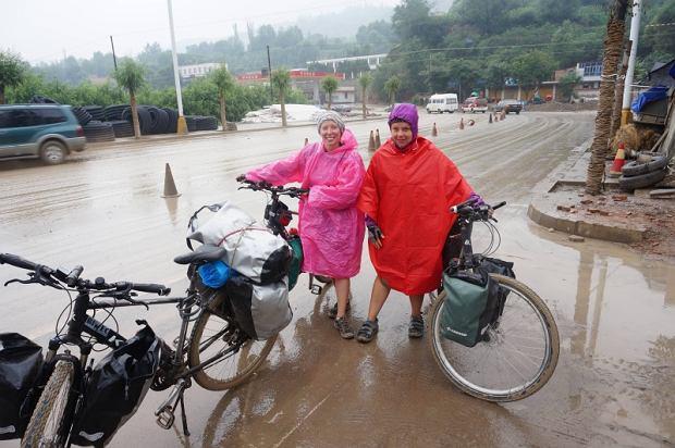 Zdjęcie numer 3 w galerii - Sześć tysięcy kilometrów, sześć azjatyckich krajów, trzy kobiety na rowerach