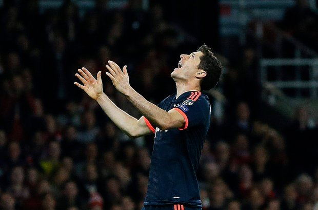 Liga Mistrzów. Bayern Monachium - Arsenal Londyn 4:1. Lewandowski strzela gola. Zobacz bramki. Skrót meczu