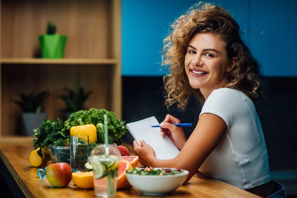 Ile kalorii przekłada się na kilogram? To warto wiedzieć, zanim zaczniemy przygodę z odchudzaniem