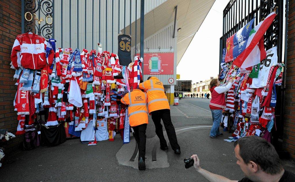 Kibice oddają cześć ofiarom tragedii Hillsborough