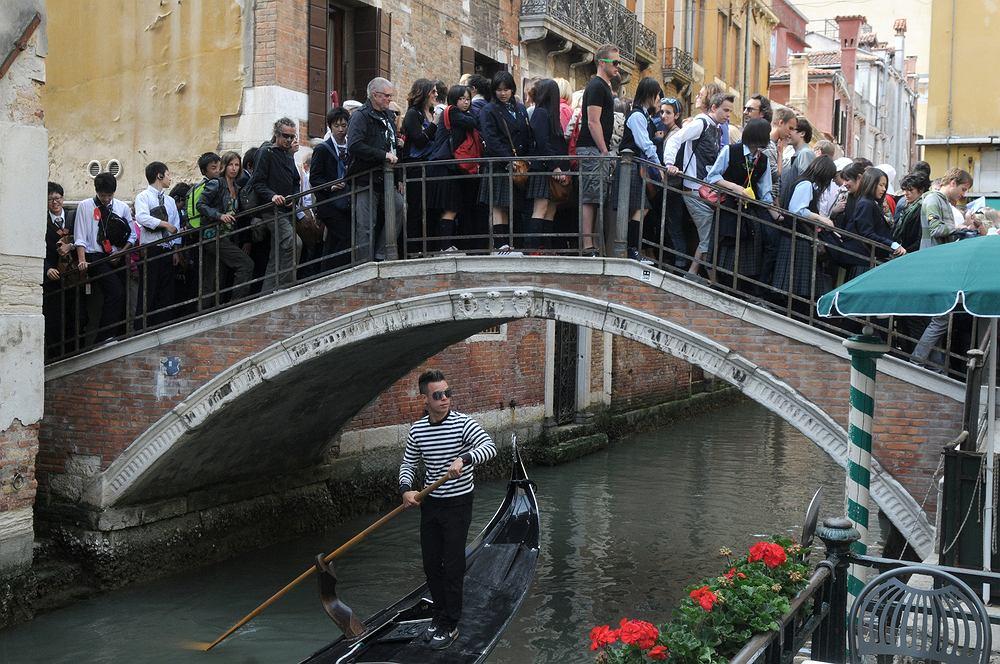 Wenecja walczy z nadmiarem turystów. Władze wprowadzają opłaty za wstęp do miasta