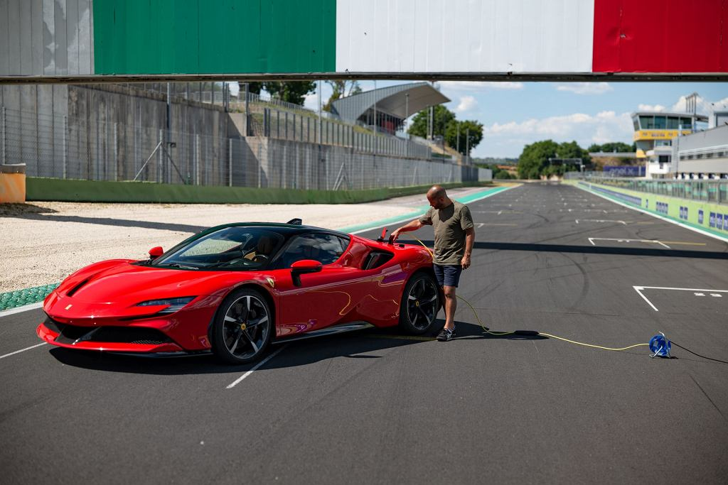 Chris Harris i Ferrari SF90