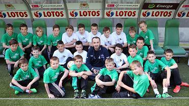 Robert Kubica z młodymi piłkarzami Lechii