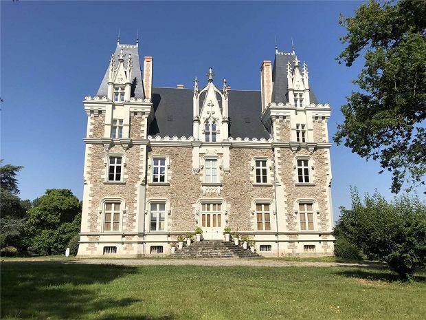 Zamek w Chateau-Gontier we Francji.