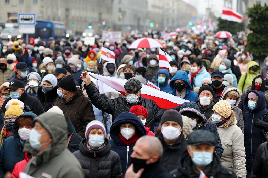 Antyłukaszenkowska demonstracja emerytów w Mińsku, 16 listopada 2020 r.