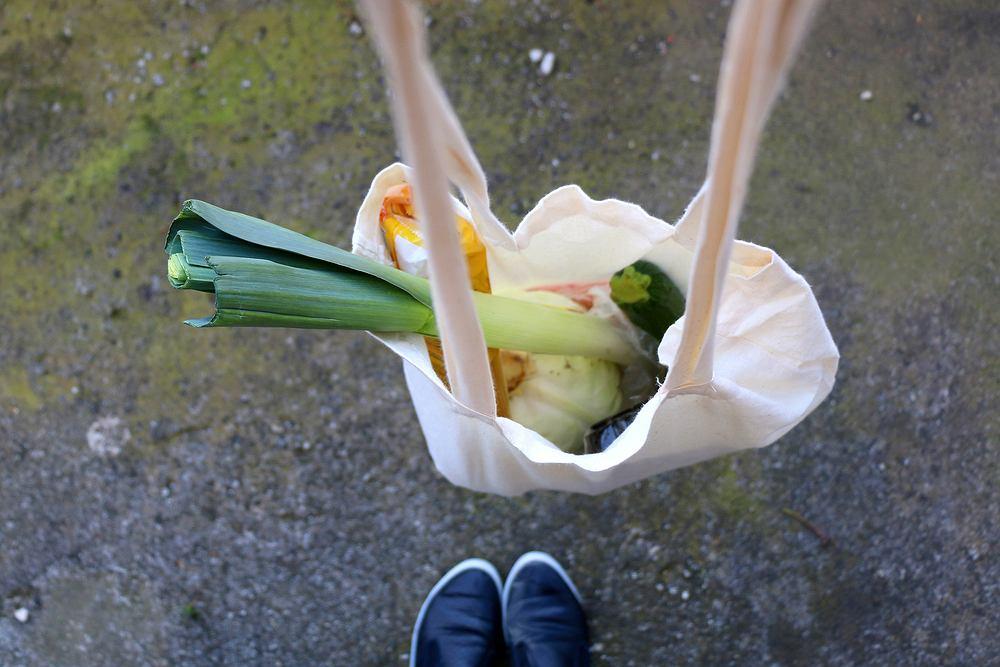 Bawełniana torba na zakupy została uznana przez Duńczyków za bardziej szkodliwą dla środowiska niż plastikowe siatki