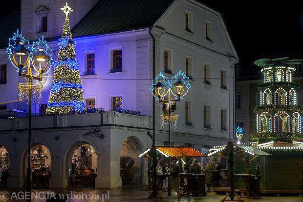 Zdjęcie numer 0 w galerii - Świąteczne ozdoby na ulicach. Wieczorami miasta wyglądają wprost bajkowo
