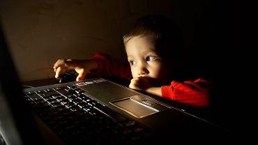 Przemoc, pornografia, hejt. Co piąte dziecko przyznaje, że zdarzyło mu się trafić w sieci na treści przeznaczone tylko dla dorosłych - głównie erotyczne i pornograficzne, ale także zawierające wulgaryzmy czy brutalną przemoc