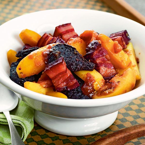 Kociołek z boczkiem, ziemniakami i suszonymi owocami