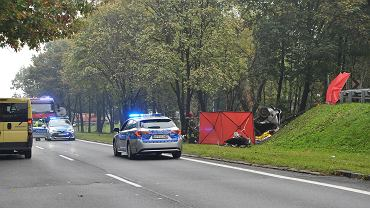Wypadek na al. Roździeńskiego w Katowicach. W czwartek 7 października zginęły tu dwie osoby