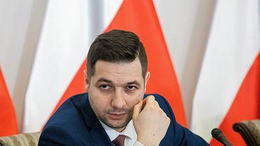 Wiceminister sprawiedliwości w rządzie PiS Patryk Jaki podczas posiedzenia komisji reprywatyzacyjnej. Warszawa, 29 czerwca 2017