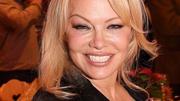 Pamela Anderson wzięła sekretny ślub. Piąty mąż jest od niej sporo starszy. Za ich związkiem stoi ciekawa historia