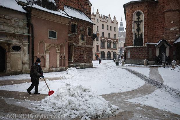 Zdjęcie numer 4 w galerii - Zima w Krakowie - śnieg przykrył ulice, domy, parki [GALERIA]