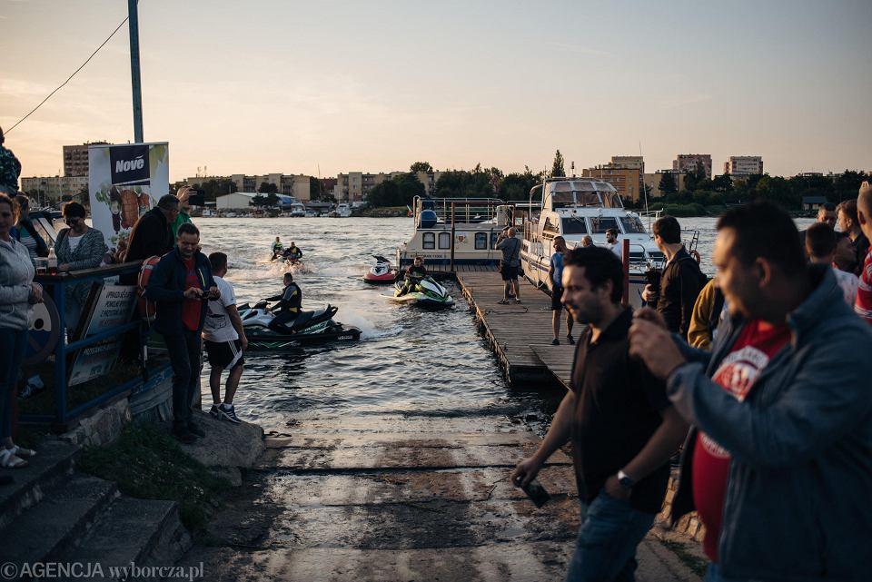 Zdjęcie numer 8 w galerii - Niepełnosprawny przepłynął skuterem wodnym z Warszawy do Gdańska
