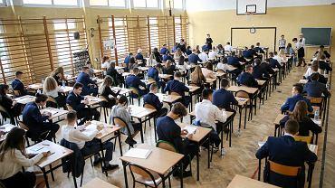 Dziś egzamin gimnazjalny z matematyki i przedmiotów przyrodniczych. Co ze sobą zabrać?