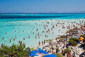 Chcesz wejść na tę plażę? Zapłać. Tak Sardynia próbuje walczyć z tłumami