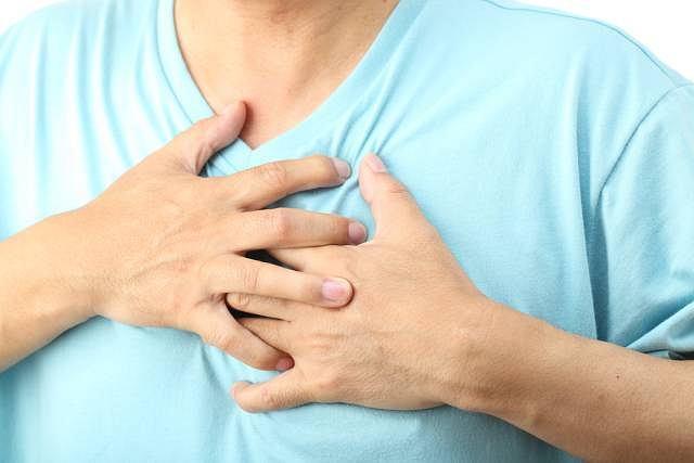 Ból zamostkowy promieniujący do lewego ramienia to pierwszy objaw zawału serca