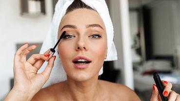 Lekki makijaż oka - jak go wykonać?
