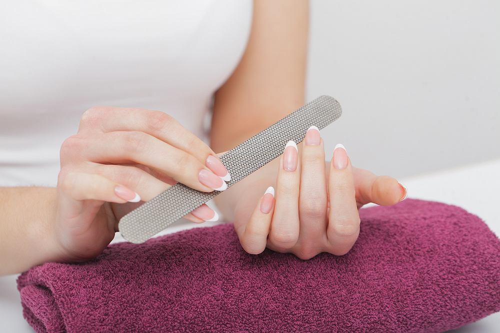 Jak piłować paznokcie? Zdjęcie ilustracyjne
