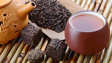 Czerwona herbata to produkt, który popularny jest zwłaszcza wśród osób dbających o linię i tych, którzy pragną zrzucić zbędne kilogramy