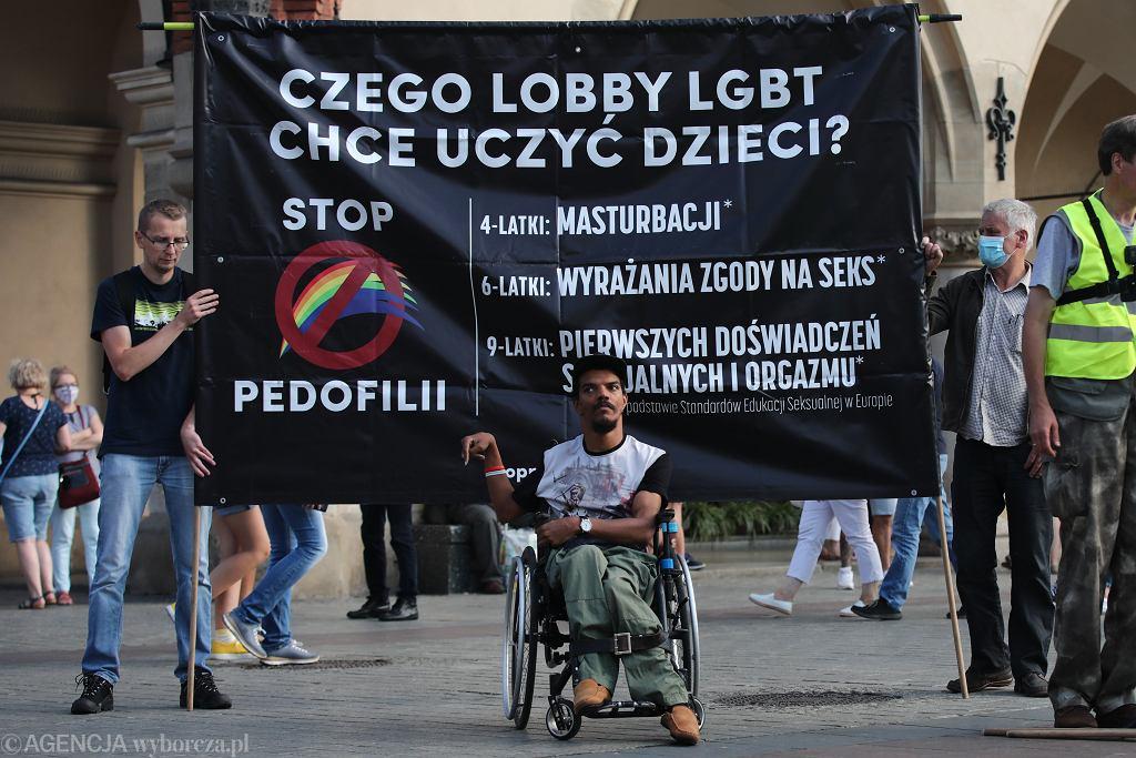 Bawer Aondo-Akaa podczas kontrmanifestacji Marszu Równości w Krakowie