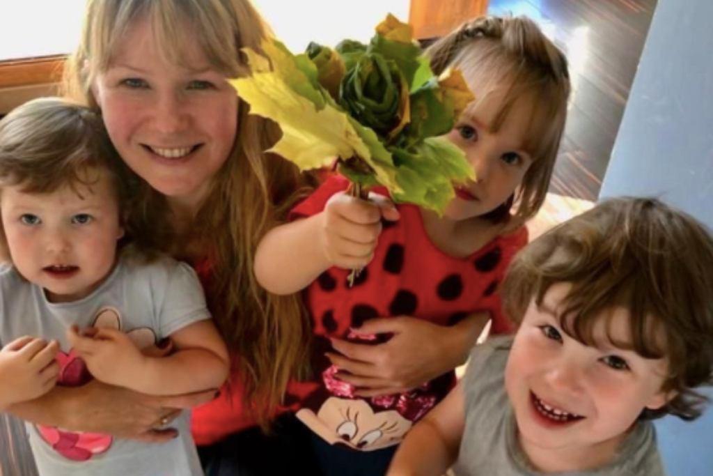 Anna Guzik z córkami