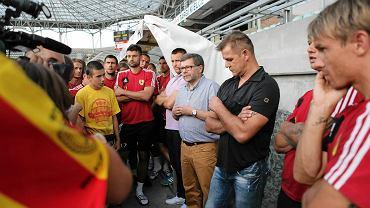 Tomasz Chojnowski w rozmowie z kibicami Korony