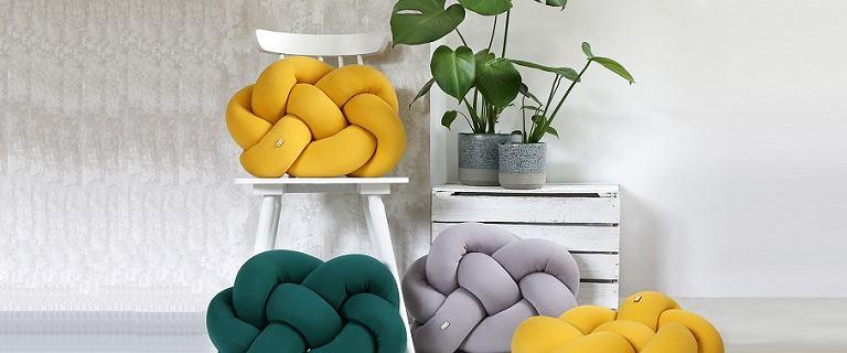 Najmodniejsze poduszki dekoracyjne do domu - te modele są hitem sezonu