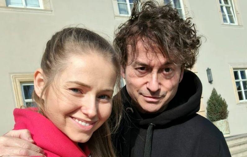 Agata Rubik pokazała rodzinne zdjęcie z mężem i córkami. Fanka: Wyglądacie jak trzy córki z tatą