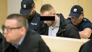 Oskarżony Krzysztof M na ławie sądowej w Poznaniu podczas rozprawy w związku z pobiciem Alberta Radomskiego