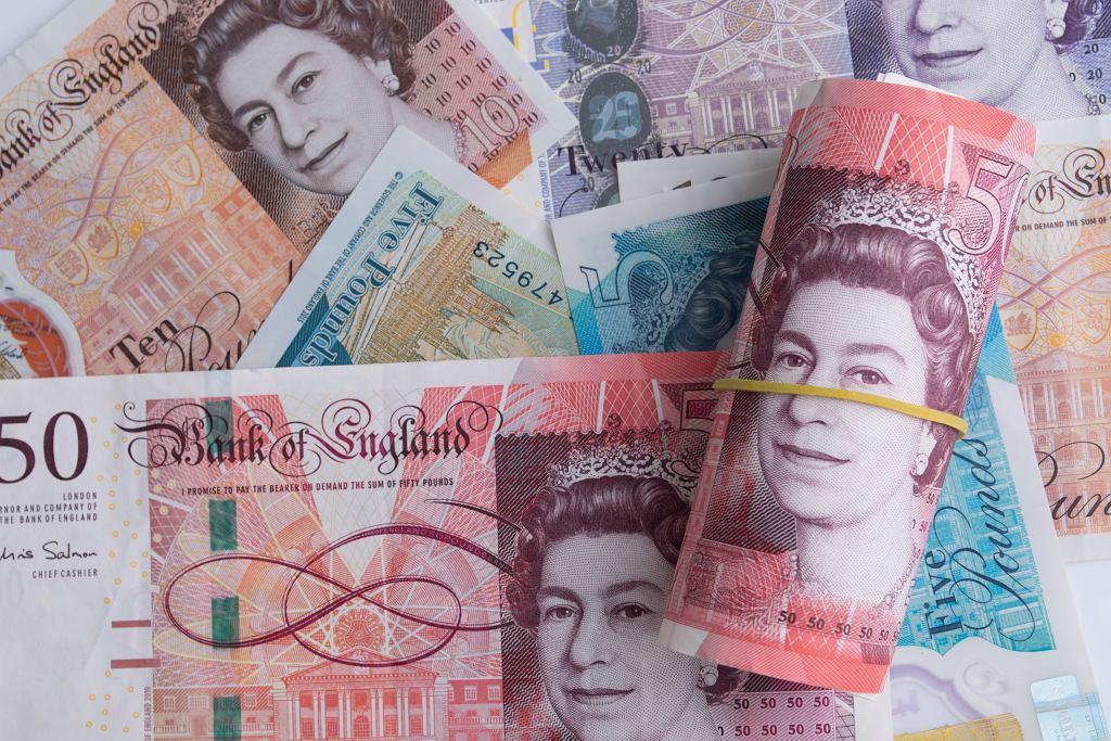 Tylko w maju funt szterling stracił po 3-4 proc. do dolara i euro.