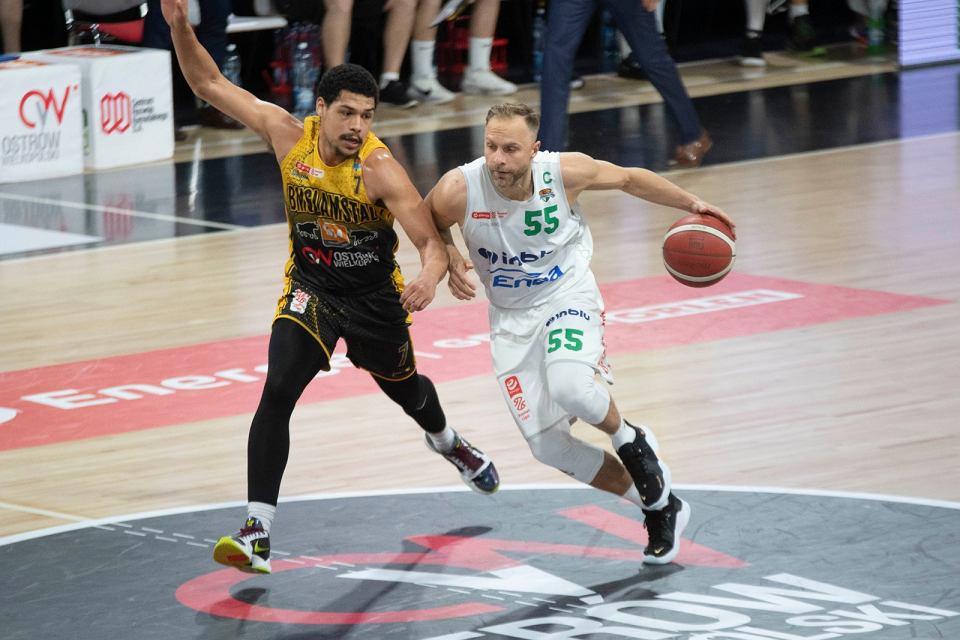 Trzeci mecz finałów Energa Basket Ligi 2021 dla BM Slam Stali Ostrów Wlkp. Drużyna prowadzona przez Igora Milicicia pokonała 90:81 Enea Zastal BC Zielona Góra i w serii do czterech zwycięstw prowadzi 2:1