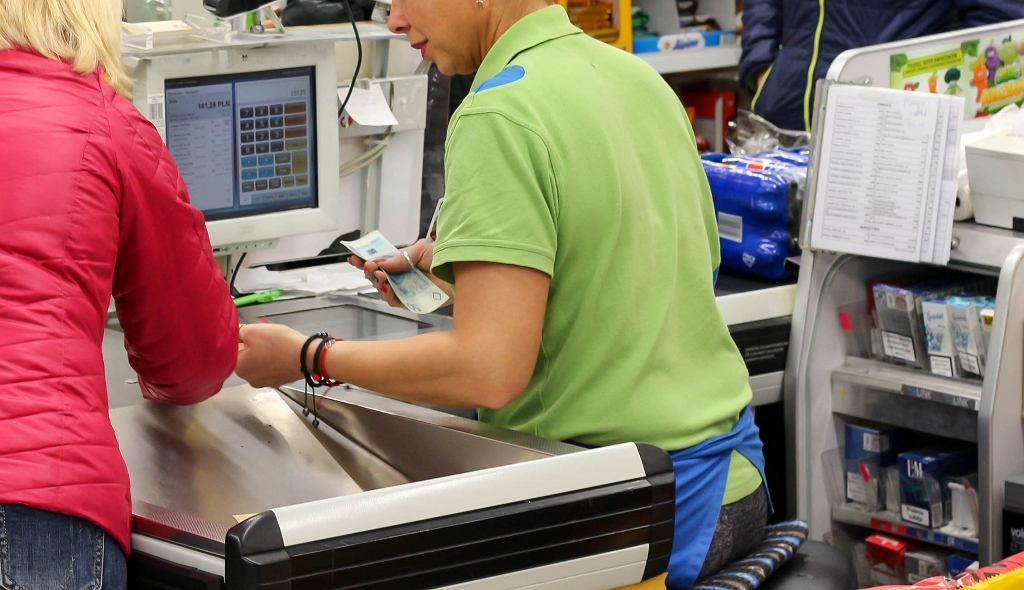 Nowe stroje pracowników Biedronki. Już nie będzie zielonych koszulek