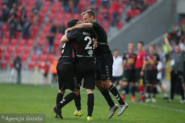 GKS Tychy pokonał GKS Katowice. Rezerwowy bohaterem. Rekordowa frekwencja na Stadionie Miejskim [ZDJĘCIA]