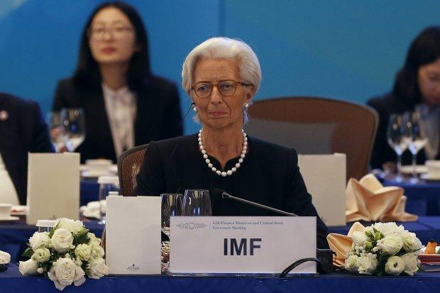 MFW: To delikatny moment. Światowa gospodarka może się wykoleić