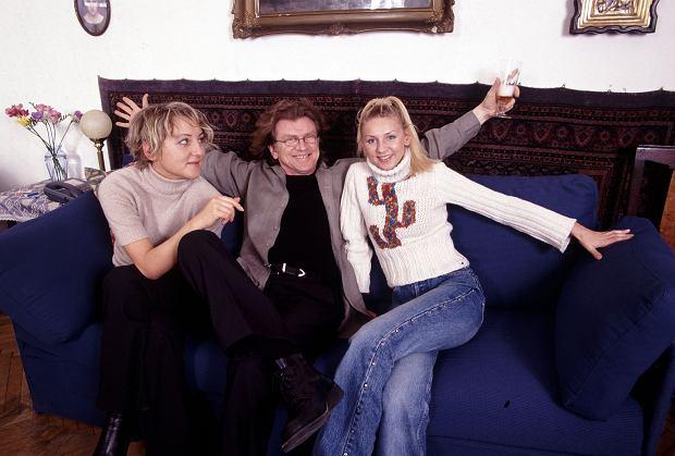 Zbigniew Wodecki z córkami w rodzinnym domu