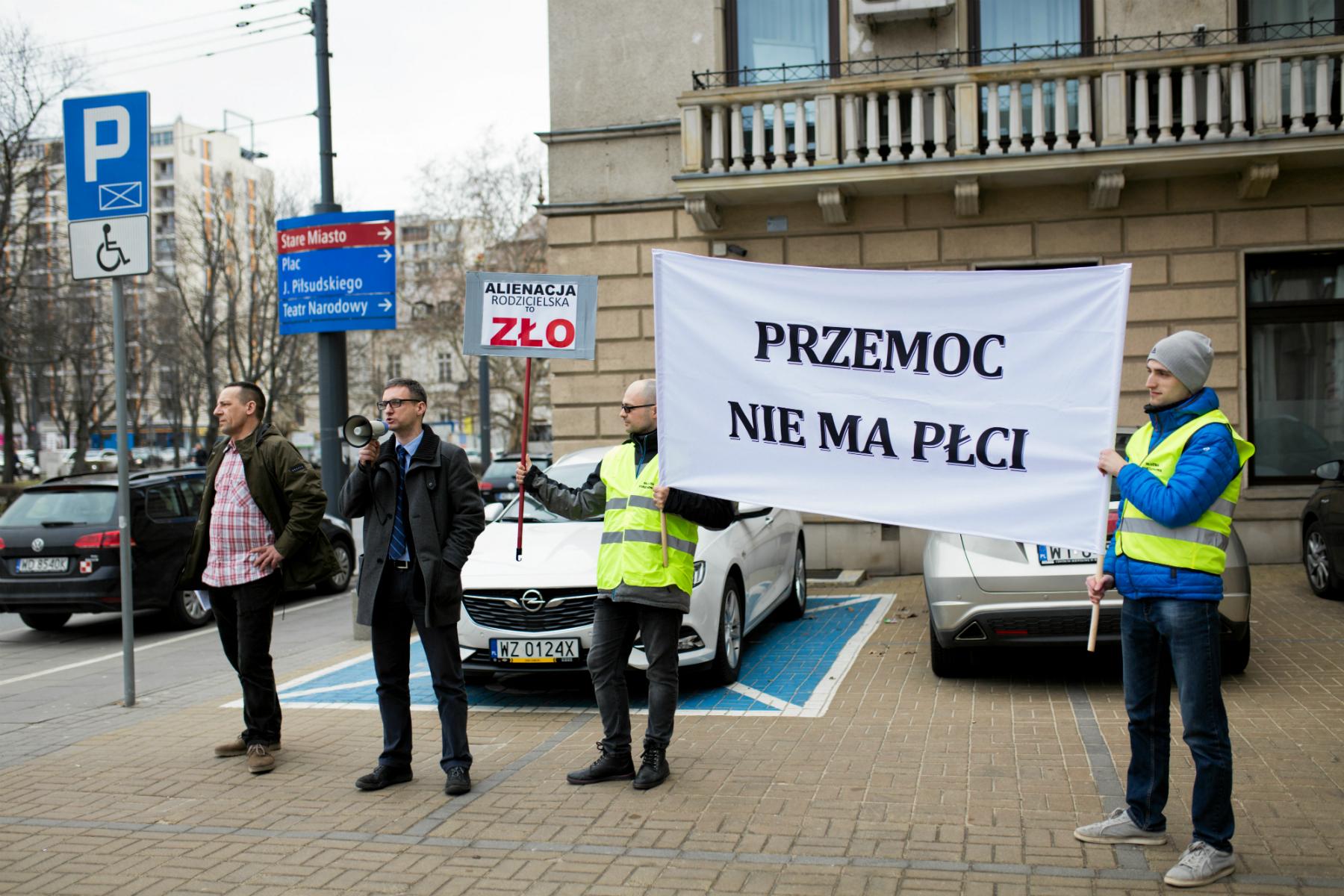 Manifestacja przeciw dyskryminacji mężczyzn organizowana przez Ruch na Rzecz Rzeczywistego Równouprawnienia (fot: Adam Stepień/ Agencja Gazeta)