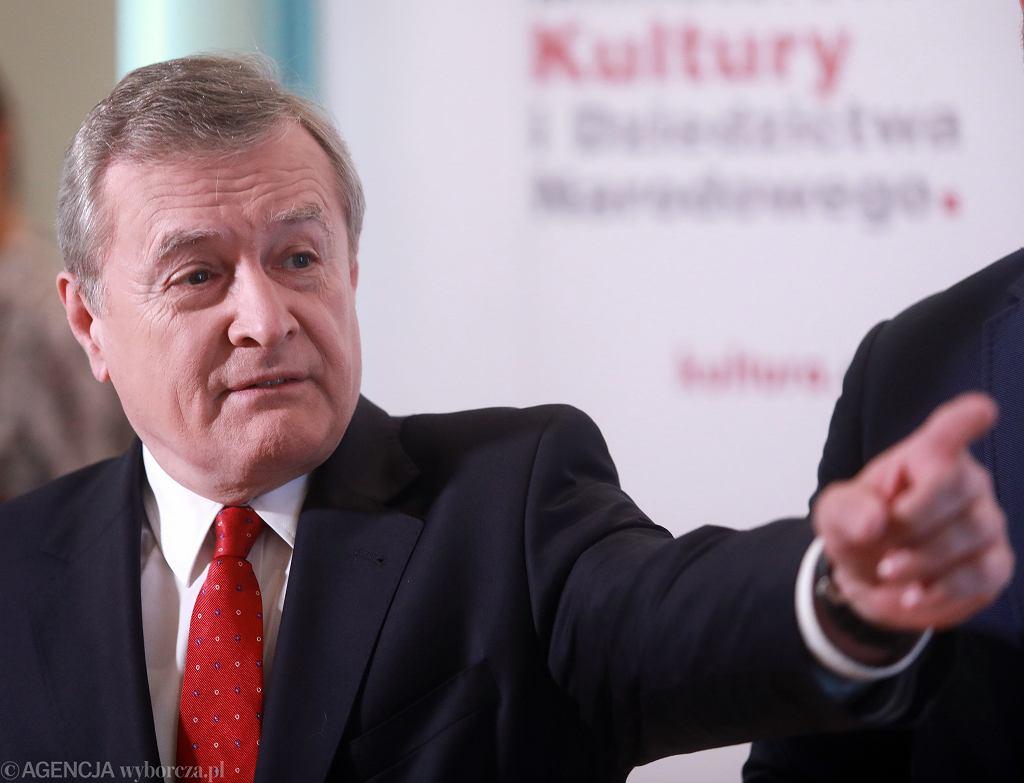 Minister kultury w rządzie PiS Piotr Gliński podczas konferencji w resorcie. Warszawa, 15 czerwca 2020