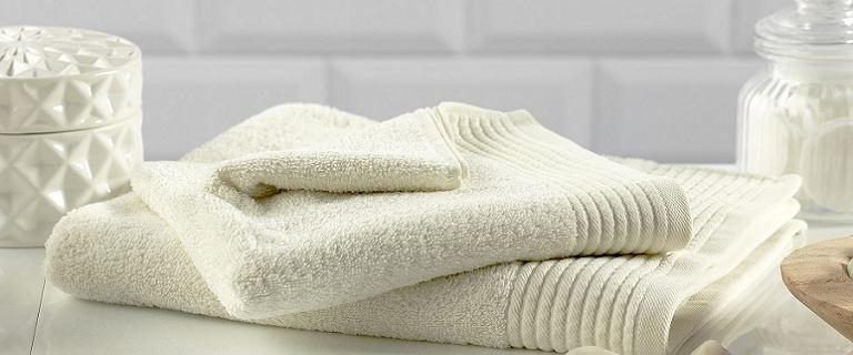 Ręczniki łazienkowe - świetnie wciągają wodę, są miłe w dotyku i niedrogie