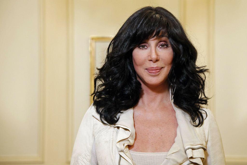Cher pozuje w Paryżu